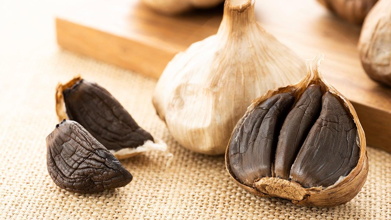 Warum sind Zehen aus schwarzem Knoblauch besser als Kapseln oder Extrakt ?